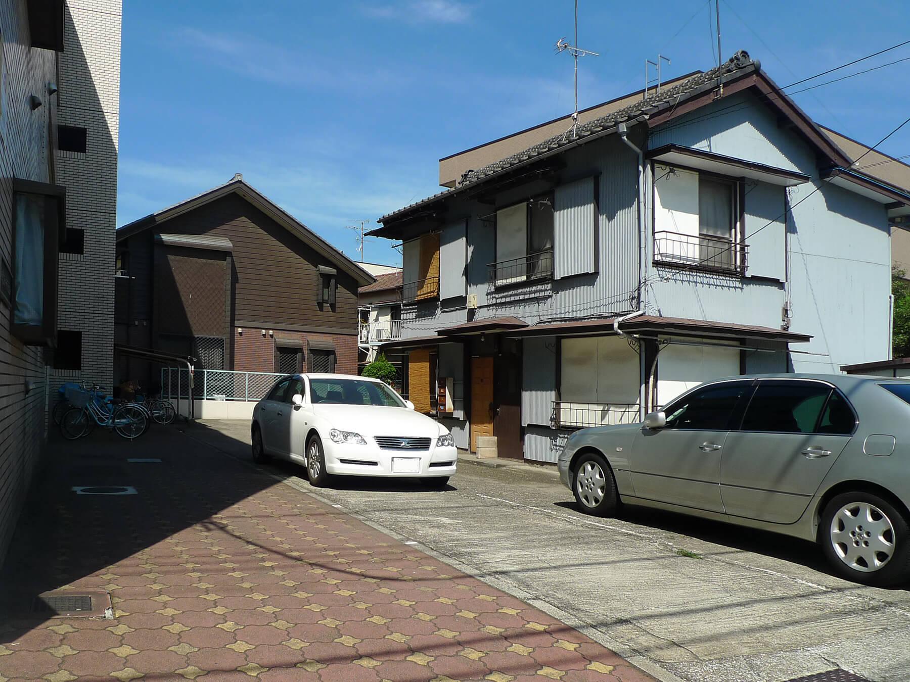 隣接する風呂なしアパート4戸/空地/駐車場/駐輪場